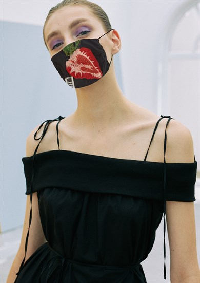 MiiN Black Red Embroidery Detailed 100% Cotton Filter Design Mask